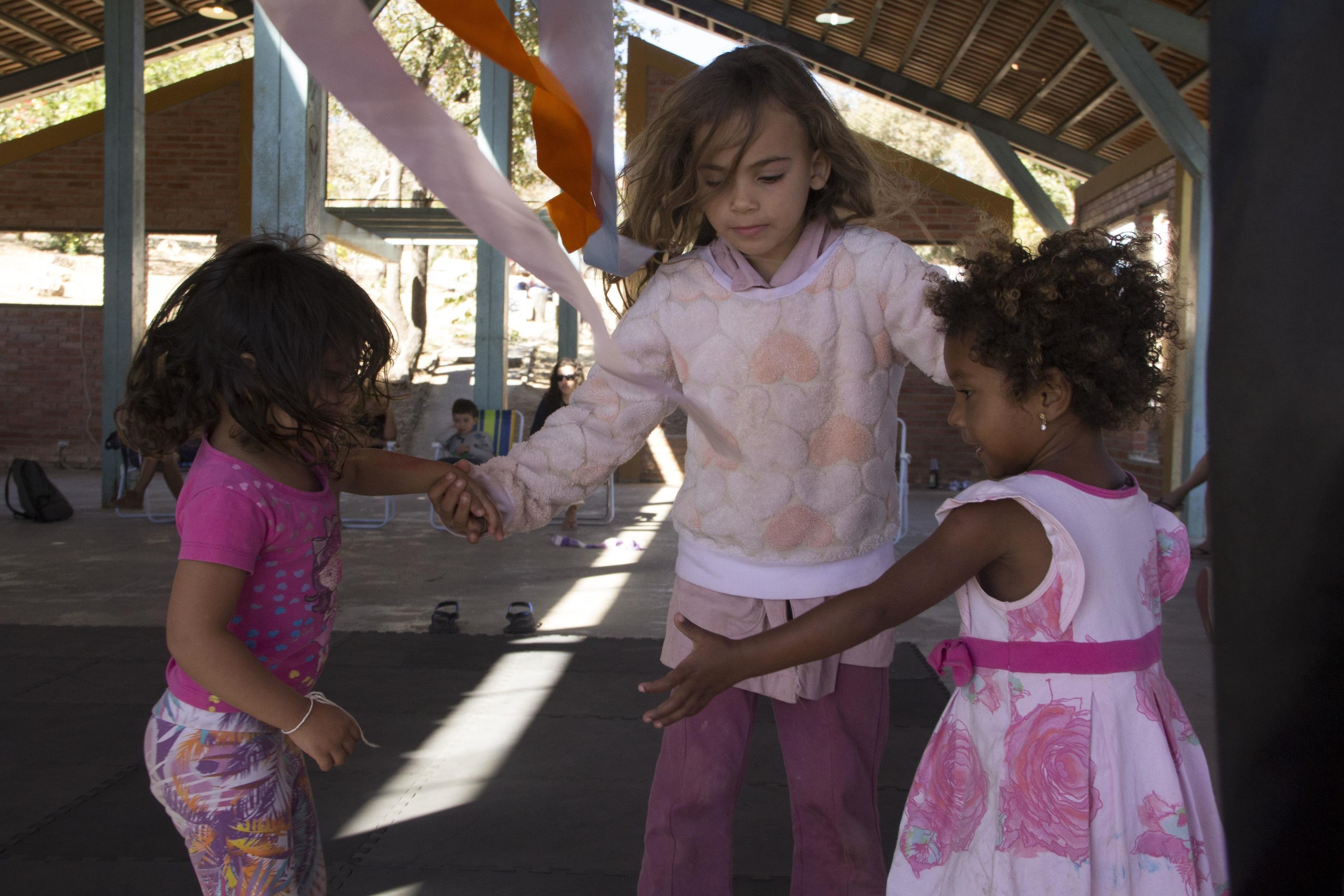 Casacorpo oferece aulas de dança para crianças